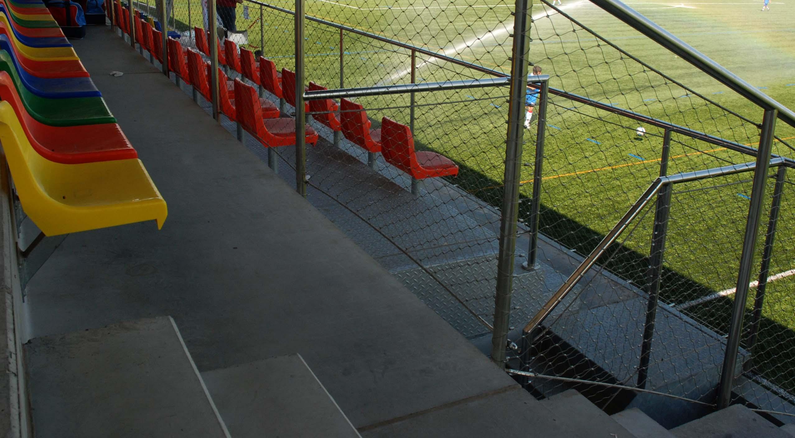 campo de futbol martorell gradas seguridad