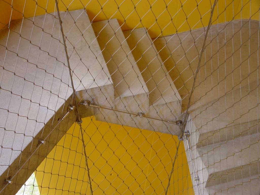 Huecos de escalera- Primer plano malla X-TEND