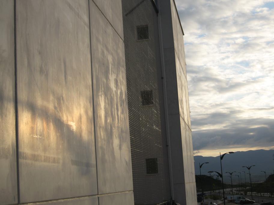 Fachada de malla metálica/Viviendas VPO Soliva/Estudio Ebra Arquitectura