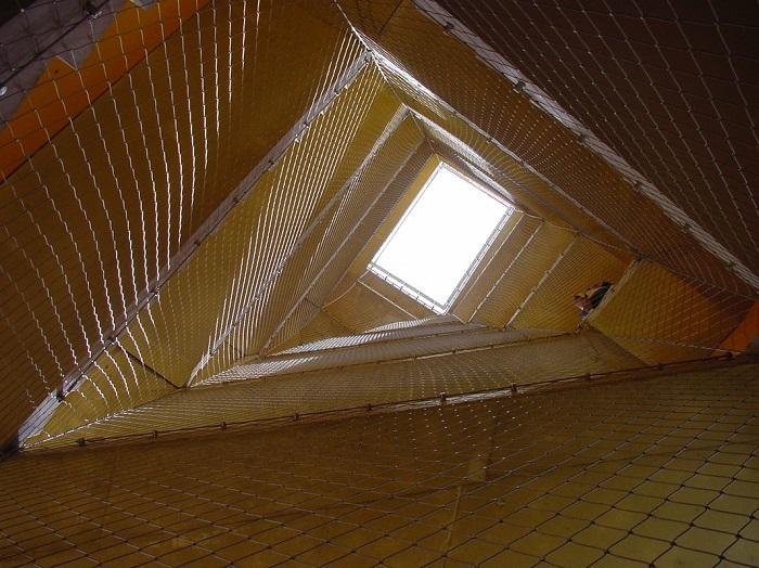 Hueco escalera triangular altura