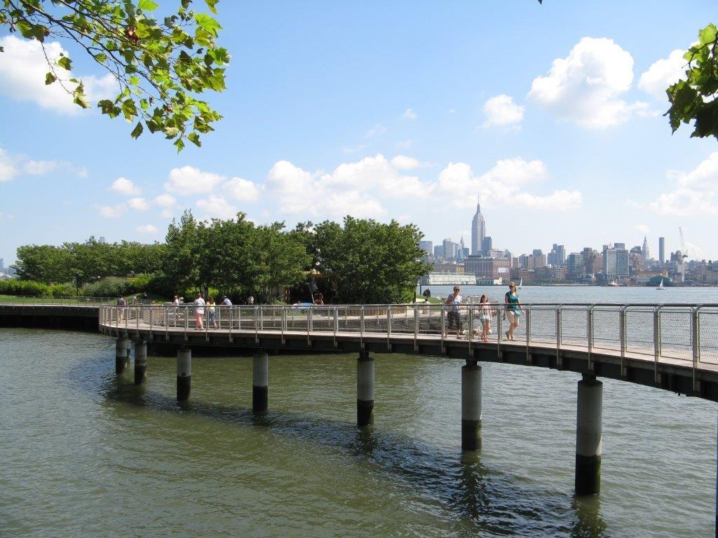 Hoboken Park Waterfront, New York-Vista puente con barandilla rellena de malla de cables X-TEND.