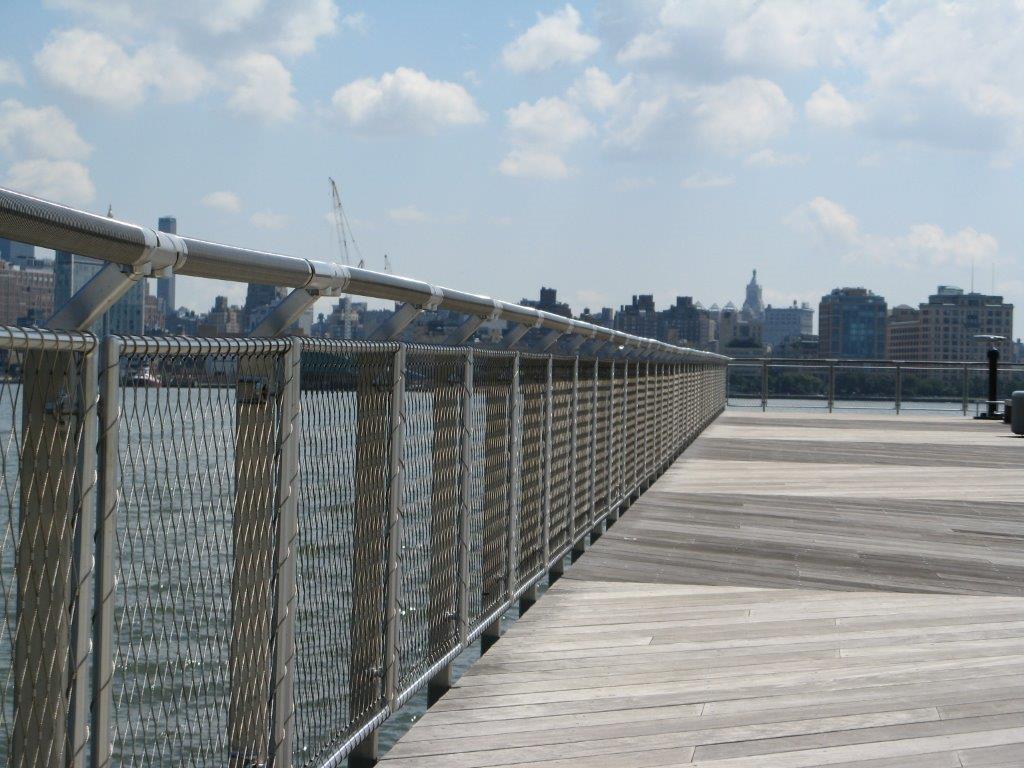 Hoboken Park Waterfront, New York-Vista lateral barandilla malla X-TEND.