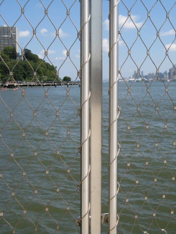 Hoboken Park Waterfront, New York-Vista primer plano barandilla malla X-TEND.