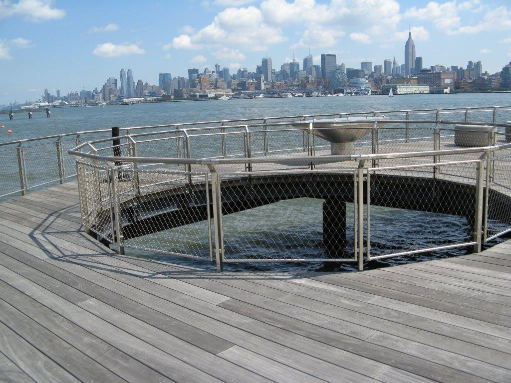 Hoboken Park Waterfront, New York-Vista primer plano barandilla circular malla X-TEND.