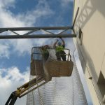 Instalación malla metálica /Viviendas VPO Soliva/Estudio Ebra Arquitectura