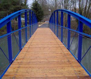Puente relleno de malla de cables de acero inoxidable X-TEND Radwegbrücke