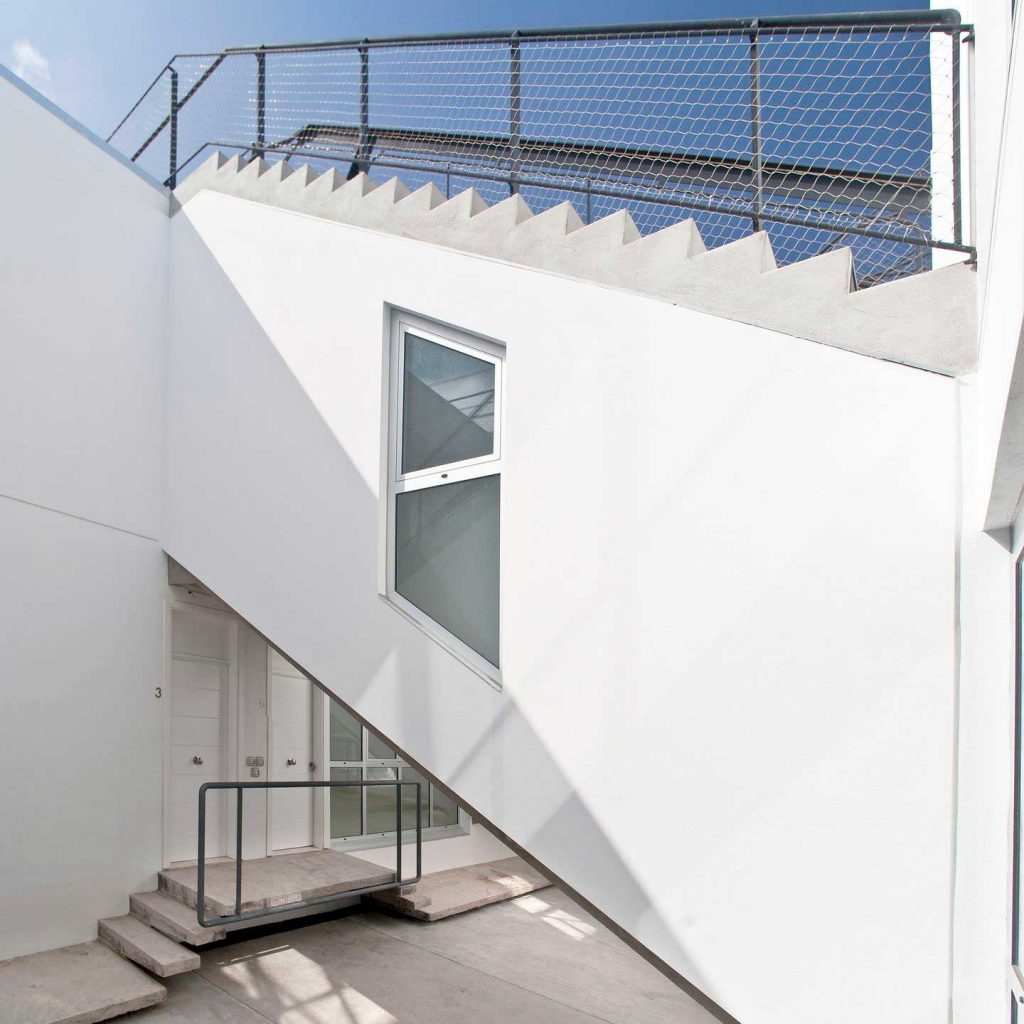 12 VIVIENDAS de Tenerife diseñadas por Daolab con numerosas instalaciones de malla X-TEND.